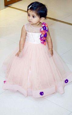 kids frock Kids Frocks, Frocks For Girls, Baby Girl Fashion, Kids Fashion, Kids Ethnic Wear, Kids Blouse Designs, Kids Lehenga, Kids Gown, Kids Wardrobe