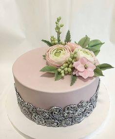 """Páči sa mi to: 9,716, komentáre: 13 – #No.1 Nigerian Cake Blog  (@cakebakeoffng) na Instagrame: """"Simply GORGEOUS ✨.. Cake Design via @gata_chocolata #Cakebakeoffng #CboCakes #InstaLove…"""" 50th Birthday Cake For Women, Birthday Cake For Women Elegant, Pretty Cakes, Beautiful Cakes, Amazing Cakes, Bolos Cake Boss, Tuxedo Cake, Dessert Decoration, Dream Cake"""