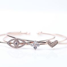 Five graces build a good life: Truth, wisdom, luck, rejuvenation, and love. These bracelets represent those tenants of a fulfilling life, so you can carry that inspiration with you in the day to day.   Which one is your favourite?    #bracelet #braceletoftheday #armbling #braceletstacks #strechbracelet #bracelett #armcandy #treasure #jewel #schmuck #schmuckliebe #schmuckmanufaktur   www.houseoftreasure.eu    #Regram via @hotjewellery