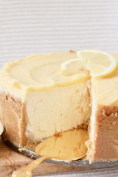 This Baked Lemon Curd Cheesecake is sweet, tangy and beautifully creamy. Perfect treat for fans of cheesecake and lemon curd & easy to make too! Lemon Desserts, Lemon Recipes, Just Desserts, Sweet Recipes, Baking Recipes, Dessert Recipes, Lemon Curd Dessert, Health Desserts, Lemon Curd Cake