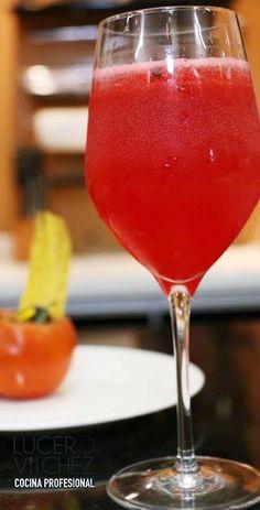 LIMONADA DE CEREZAS | Lucero Vilchez Cocina Cafe Bar, Lemonade, Smoothies, Alcoholic Drinks, Food Porn, Tableware, Glass, Milkshakes, Baby Shower