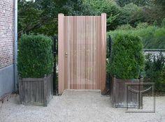 Houten tuindeur model 17.40CLocatie: Tervuren, Vlaams Brabant House Front Design, Fence Design, Garden Design, Side Gates, Front Gates, Wooden Garden Gate, Garden Gates, Farm Fence, Backyard