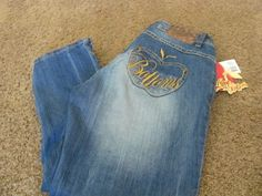 APPLE BOTTOMS 9/10 CAPRI Light Weight Denim Wiskering Multi Color Stitched NWT #AppleBottoms #CapriCropped