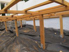 Structure de terrasse en bois tropical Refurbished Furniture, Diy Furniture, Outdoor Furniture, Outdoor Decor, House In The Woods, Garden Bridge, Tiny House, Pergola, Porch