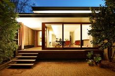 Garden outside modern houses pictures, modern house facades, modern house d Cool House Designs, Modern House Design, Style At Home, Residential Architecture, Modern Architecture, Chinese Architecture, Modern Exterior, Exterior Design, Modern Patio