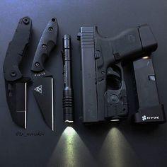 Repost @tx_noviskiii ・・・ #glock #glockteam #glockfanatics #glock43 #hyve #kabarknives #2a #qtrmstr #knife #knives #blade #gear #tactical #edc #ccw #concealedcarry #everydaycarry #carry #dailybadass #igmilitia #texas #molonlabe #dtom #pistol #america #gun #gunsdaily #guns