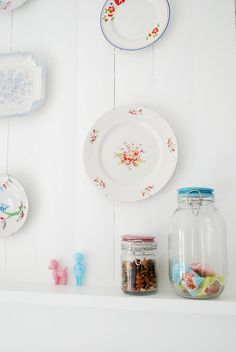 I want to start my collection of pretty plates for such a purpose