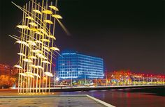 You can't really know Thessaloniki, without taking a walk across the city's waterfront. Thessaloniki, Travel Around The World, Around The Worlds, Macedonia Greece, Places In Greece, Ancient Greek, San Francisco Skyline, Explore, City