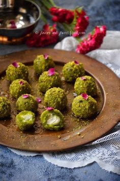 Mafroukeh which is a Lebanese dessert is made of semolina, pistachios, sugar and butter infused with sugar syrup, and rose water. It is filled with a cream called ashta (I have replaced it with mas… Indian Dessert Recipes, Sweets Recipes, Cooking Recipes, Healthy Recipes, Pistachio Dessert, Pistachio Recipes, Arabic Dessert, Arabic Sweets, Arabic Food