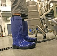 2017a161bc25 Working in a brewery can be quite dangerous without the proper equipment.  The Sentinel steel. Shoes for Crews