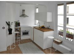 déco petit appartement location - Famous Last Words Small Studio Apartments, Small Apartment Design, Simple Interior, Interior Design, Deco Studio, Rental Decorating, Tiny Spaces, Small Space Living, Home Staging
