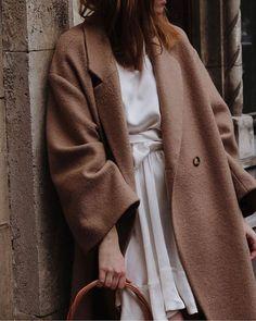 Moda damska street styles ready to wear 43 Ideas Camel Coat Outfit, Fashion Outfits, Womens Fashion, Fashion Trends, Inspiration Mode, Oversized Coat, Mode Style, Minimalist Fashion, Capsule Wardrobe