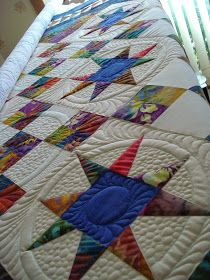 The Nifty Stitcher: Sapphire Stars Quilt - more quilting.