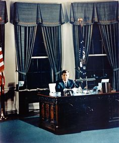 oval office history. John Kennedy In The Oval Office, 1961 (using Truman\u0027s Decor) Oval Office History