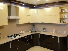 Кухня угловая с пеналом для духового шкафа