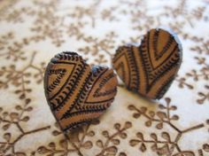 Heart shaped paisley wooden earrings by NetnKameel on Etsy