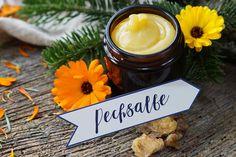 Pechsalbe Harzsalbe - Wundheiler aus dem Wald Foot Soak, Beauty Recipe, Feet Care, Health Remedies, Diy Beauty, Candle Jars, Health And Beauty, Lotion, Snacks