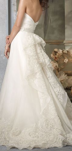 This is beautiful! I love the lace and how it flows so wonderfully.
