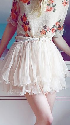 Floral shirt with a delicate skirt, cute - chic ! The belt really ties the look together.......