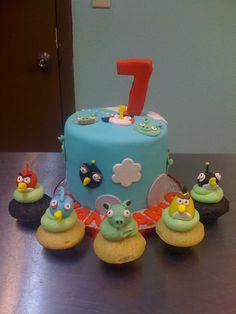 Angry Birds Birthday Cake w/ coordinating cupcakes  www.sweetnessbakeshop.net  facebook.com/sweetnessbakeshop
