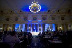 VinCE Budapest, 2015           Showműsorhoz illő program állt össze a hatodik VinCE Budapestre; 25 nemzetközi szaktekintély megismételhetetlen borsorokkal készül Közép-Európa legrangosabb borszakmai eseményére. Március 6-án a VinCE Awards gálával indul a hétvége, ahol 10 kategóriában adnak át szakmai díjat. A mesterkurzusokon...