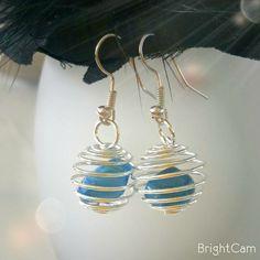 Boucle d'oreille Spirale avec la pierre Agate Bleue porte bonheur : Boucles d'oreille par les-tresors-d-eva