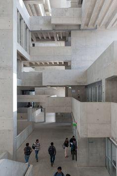 Vista Interior de la nueva sede de la UTEC por Grafton Architects y Shell Arquitectos. Fotografía © Iwan Baan. Imagen cortesía de los…