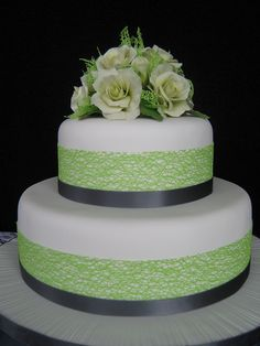 Lime and charcoal coloured wedding cake with pale creamy lime sugarpaste roses by Chrissie Tauranga