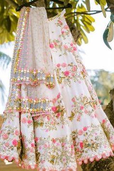 Lehenga Wedding, Party Wear Lehenga, Bridal Lehenga Choli, Floral Lehenga, Ghagra Choli, Lehenga Choli Online, Punjabi Wedding, Lehenga Choli Designs, Designer Bridal Lehenga