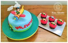 Torta con Aviador y cupcakes de autitos