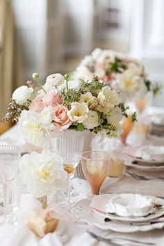 Opt for Timeless Elegance : beautiful blooms adorn the table, short centerpieces make it easy for over the table conversation. From Thanksgiving Centerpieces on HGTV Flower Arrangements Simple, Simple Centerpieces, Wedding Centerpieces, Wedding Decorations, Wedding Tables, Wedding Candelabra, Great Gatsby Party, Shabby Chic, Thanksgiving Centerpieces