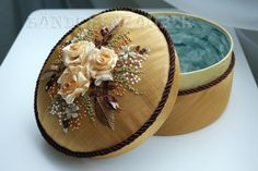 This Pin was discovered by Têu Christmas Scenery, Christmas Teddy Bear, Decoupage Box, Fabric Boxes, Turkish Jewelry, Ribbon Art, Silk Ribbon Embroidery, Cross Stitch Flowers, Covered Boxes