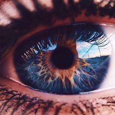 Ogni volta che sei davanti allo schermo luminoso, il cervello riceve un messaggio che dice di stare sveglio determinando una carenza di sonno