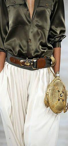 Ralph Lauren Voyage love the satin shirt and baggy pants Fashion Details, Love Fashion, High Fashion, Fashion Show, Womens Fashion, Baggy Pants, Trousers, Estilo Hippie, Ralph Lauren Style