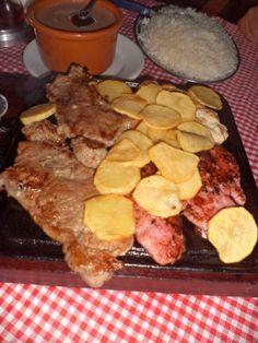 Comida de boteco - tábua de carne http://coisasdeniquinha.blogspot.com.br/2014/03/6-anos-de-namoro-nossa-comemoracao.html