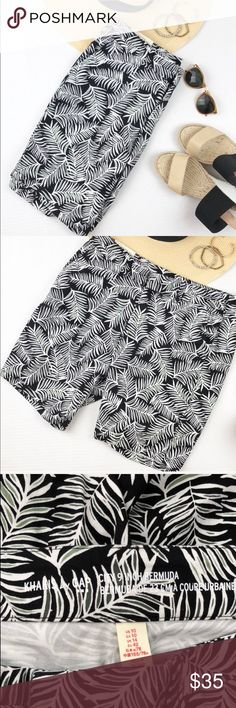 "Gap Bermuda khakis 9 inch perfect for summer NWT NWT Gap factory  9 inch Bermuda shorts plam tree Print is perfect for  summer. Size 10 waist is 18"" inseam in 9"" length is 18"" 97% cotton 3% spandex GAP Shorts Bermudas"