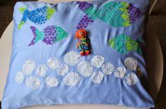 Poduszka w rybki i muszle, malowane Textile Art Nechau