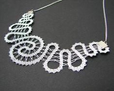 Collar de cordón espiral    Collar de encaje moderno declaración   Encaje de bolillos hecho a mano joyería