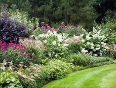 Dina Deferme garden in August English Country Decor, Garden Cottage, Garden Borders, Natural Garden, Outdoor Fun, Garden Planning, Landscape Architecture, Garden Inspiration, Beautiful Gardens
