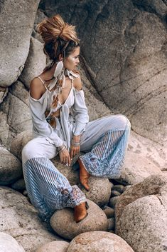So it at last occurred! You need to experiment with boho chic outfit, correct? On the off chance that you are in, at that point I are very brave the best bohemian style motivation thoughts for you, my lovely ladies.This year, the boho-chic design is Boho Gypsy, Hippie Boho, Bohemian Style, Bohemian Dresses, Bohemian Lifestyle, Hippie Chic Fashion, Hippie Chic Style, Hippie Hats, Gipsy Fashion