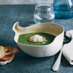 Spinach Soup with Horseradish Granité Horseradish, originally consumed for medicinal purposes, Chef Tristan Welch creates an granité by freezing horseradish with milk, scraping it into icy flakes & scooping it on toasts as garnish Spinach Soup, Creamed Spinach, Spinach Recipes, Healthy Soup Recipes, Wine Recipes, Cooking Recipes, Spinach Salads, Healthy Salads, Savoury Recipes