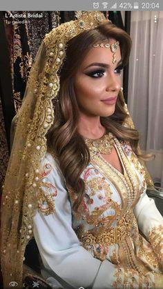 Mariée Marocaine, Burnous, Caftan Blanc, Tenue Traditionnelle Algérienne,  Caftan Moderne, Modele