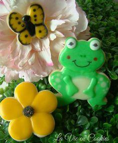 Posts about Winter on La Vie en Cookies Frog Cookies, Sugar Cookies, Birthday Cookies, Cookie Decorating, Creatures, Easter, Cookie Ideas, Bird, Decorated Cookies