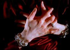 """""""Michael está usando as minhas joias de prata e anéis. Ele realmente não queria usar esse material, mas um de seus diretores favoritos Vince Patterson, o levou a fazê-lo para o papel. Michael riu."""" -- Michael Bush"""