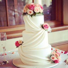 Wedding cake for reception at Seasalt Restaurant at Crowne Plaza Terrigal. #wedding #weddingvenue #Sydney #beach #centralcoast #terrigal #crowneplaza #seasidewedding #seasalt #weddingreception #venue