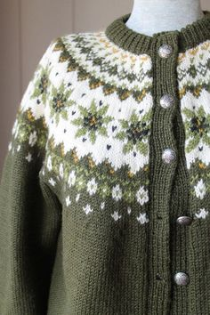 I used to have a cardigan like this but gave it away :-(( Norwegian Cardigan Sweater / Moth Proof Hand Knit Wool Sweater / Green Fair Isle Sweater Fair Isle Knitting Patterns, Fair Isle Pattern, Knitting Designs, Icelandic Sweaters, Wool Sweaters, Norwegian Knitting, Green Sweater, Bunt, Hand Knitting