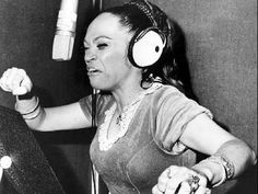 la lupe - love her👈 La Lupe, Latino Artists, Salsa Music, Classic Jazz, Latin Music, African Diaspora, Recording Studio, Female Singers, Rare Photos