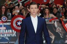 Tom Holland recently stopped by Children's Hospital Los Angeles in order to meet and cheer up a number of children while dressed as…