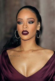 Out of everythin I like her makeup the most. Rihanna naild it one more time !!!