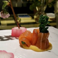 Sakura and Salmon  #salmonsushi #salmon #sakura #spring #omega3 #fish #rawfish #kaiseki #sgfood #sgfoodies #foodpics #foodshare #japanesecuisine #怀石料理 #eyescandy by tiantianchi